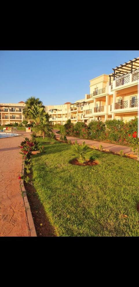 superbe appartement en résidence privée avec piscine à proximité de la plage