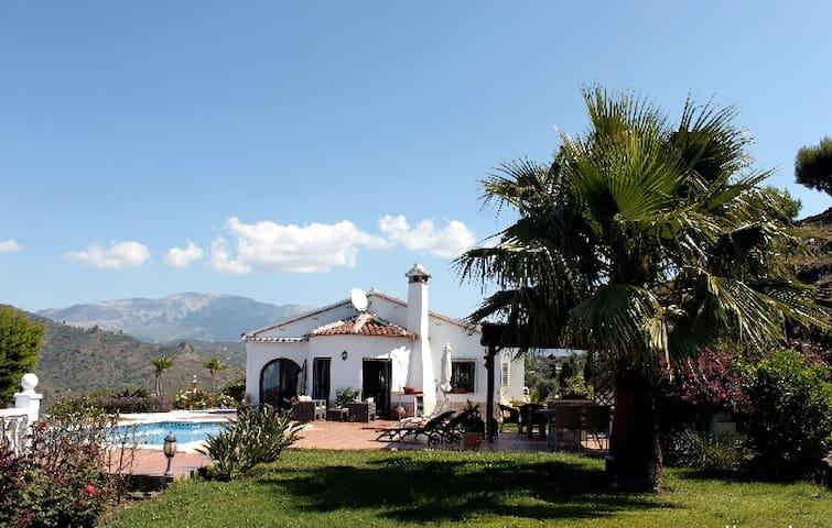 Villa Cascada - traumhaft - Sayalonga - Huis