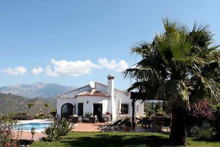 Villa Cascada - traumhaft - Sayalonga - Casa