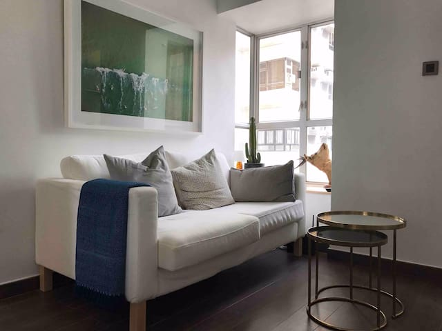 Bright, modern apartment in Central