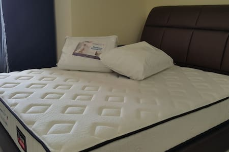 Mobile WiFi, Private Bedroom,Queen bed,Amenities