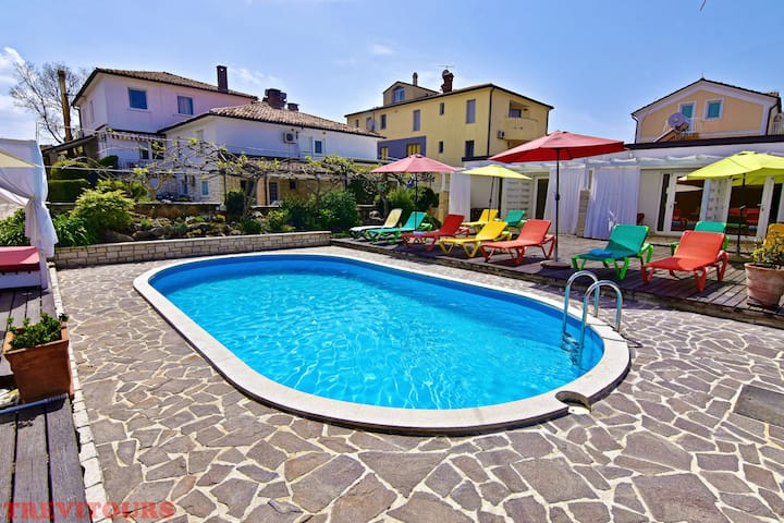 Elio 4 new, cozy studio with pool, near the beach