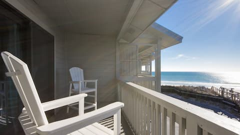 Wake up to breathtaking views of the Gulf of Mexico from your own private balcony!