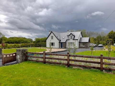 Conveniently located house to enjoy all of Kerry