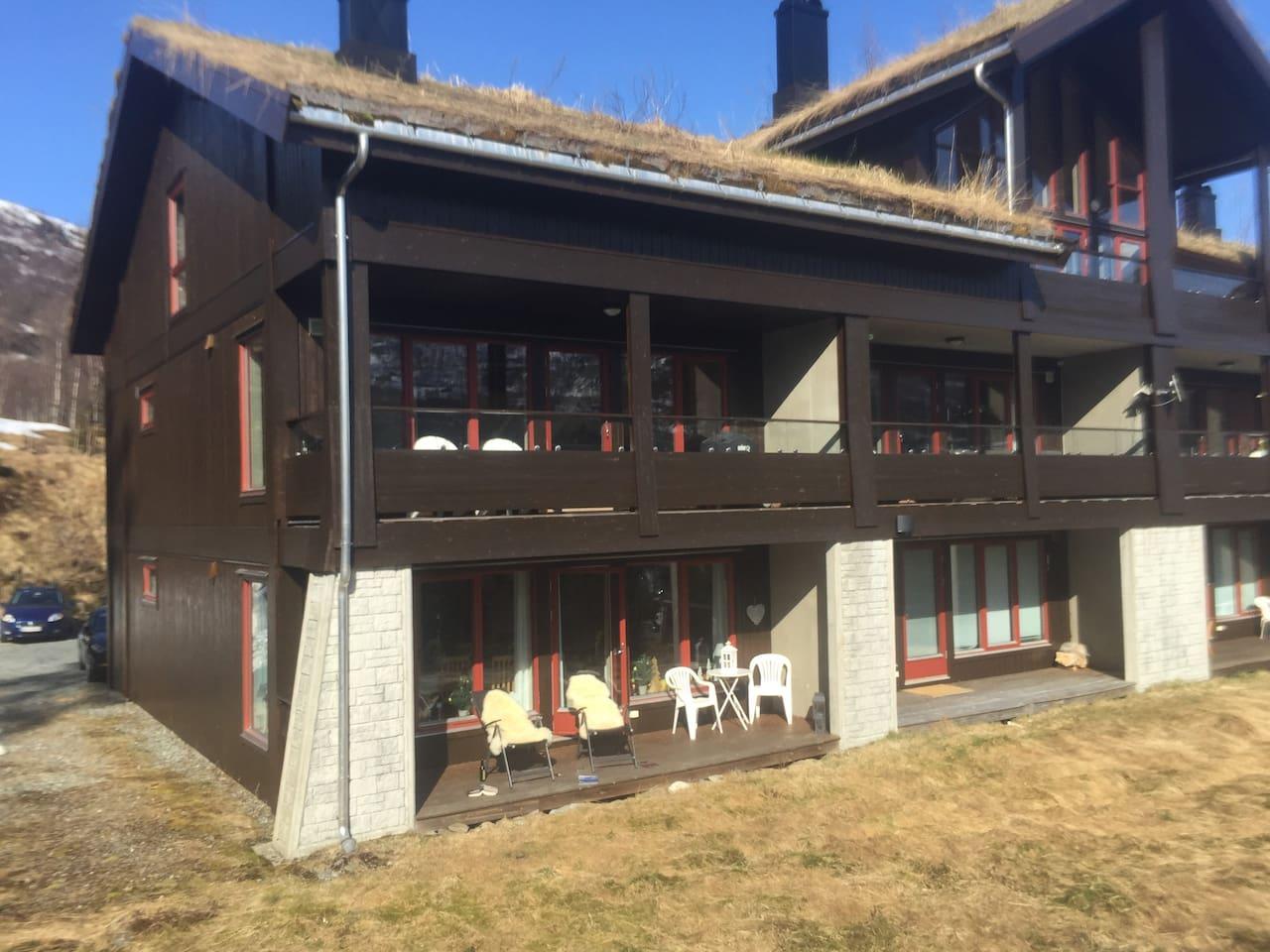 Solrik og fin terrasse