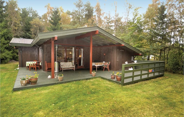 Holiday cottage with 3 bedrooms on 75m² in Hadsund