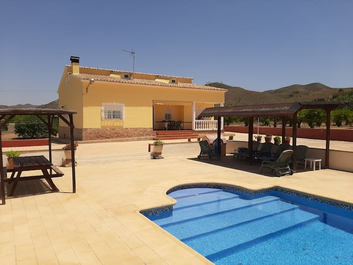 CASA ENTERA CON PISCINA PRIVADA