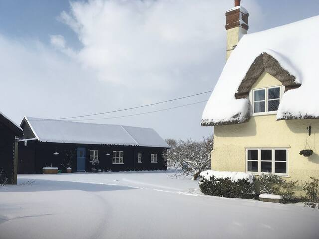 Tranquil 2 bedroom barn set in Suffolk countryside