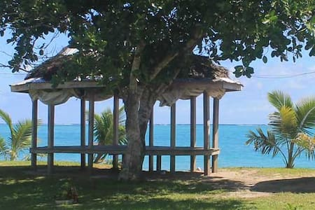 Vaiula Beach Fales, Beachfront Open fale for 6