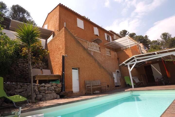 Villa vue imprenable piscine+jacuzzi.Proche mer