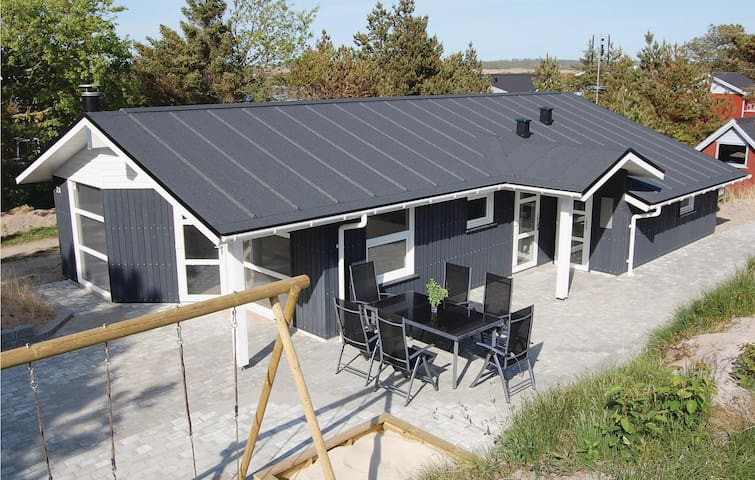 Holiday cottage with 3 bedrooms on 80m² in Henne