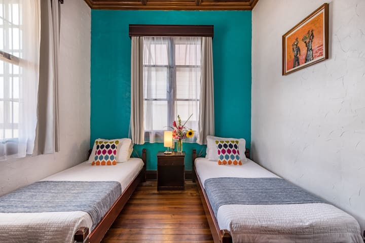 ALAJUELA CITY Hotel & Guest House   BEST IN ALAJUELA!  Economy Room