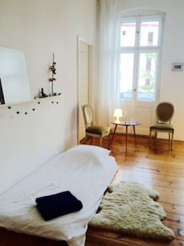 Beautiful light + spacious room in Prenzlauer Berg