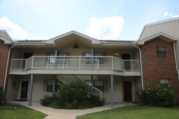 Branson Condo | Thousand Hills | Close to 76 Strip | Pool | Hot Tub (A1920) - Branson - Apartament