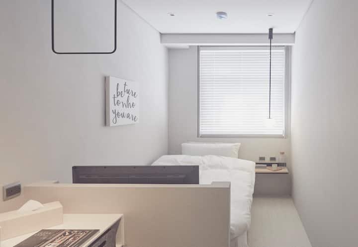 Room 2nd_ one single room