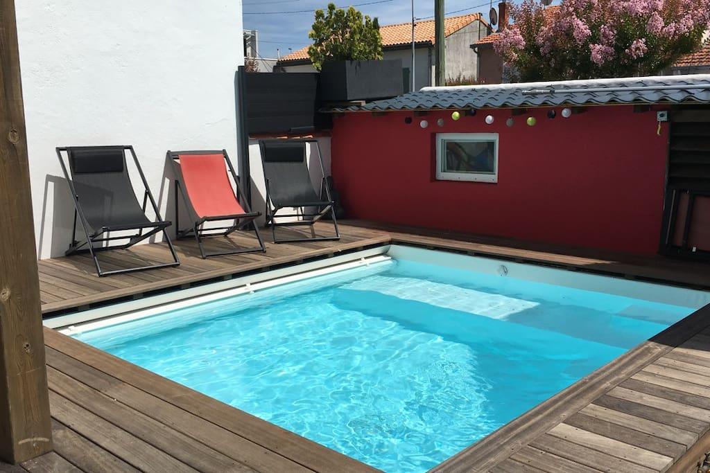Maison piscine chauff e 10 pers la rochelle centre for Prix piscine chauffee