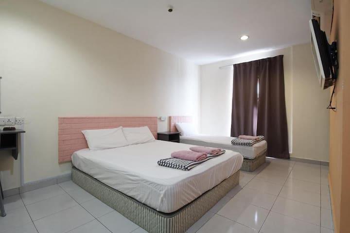 Triple Room at Bangi Budget Hotel