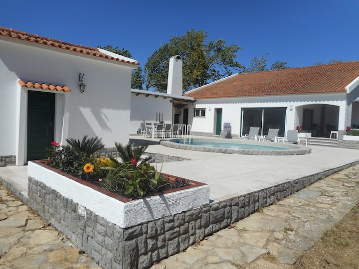House with pool close to Sintra and beaches.