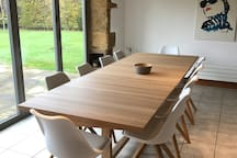 Dining space for 10+ people