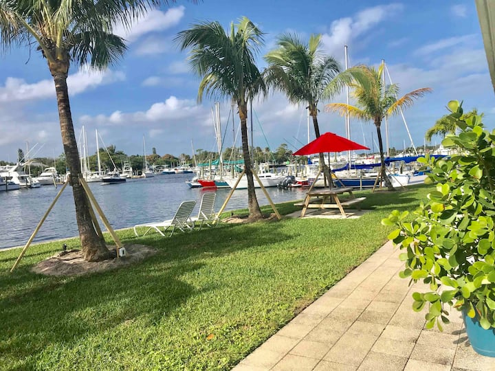 50ft+ RV site - Waterfront with full hook up