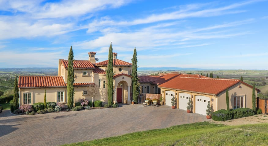 Villa De Lucca, Vineyard Estate & Wedding Venue