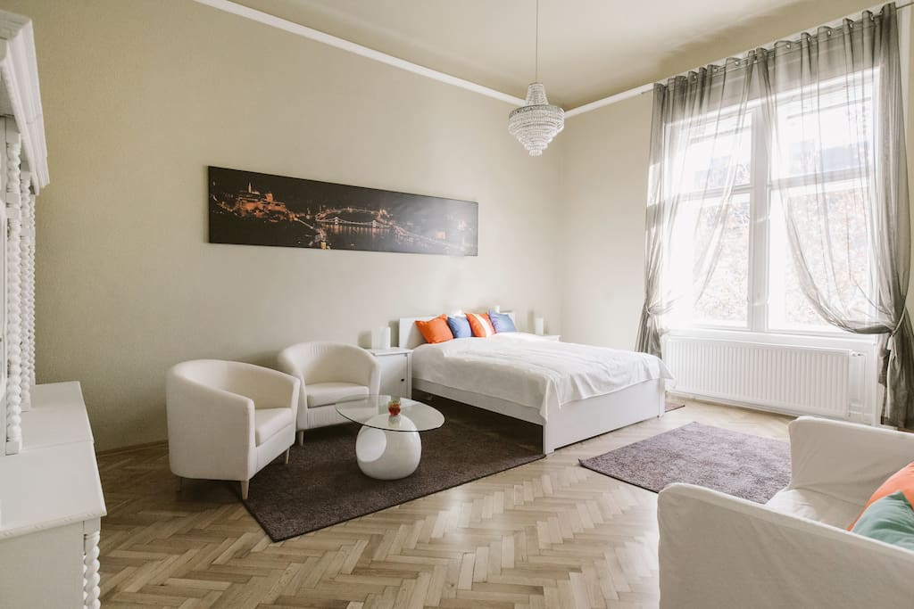 Big city life apartment apartments for rent in budapest for Big city apartments