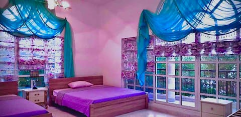 privet Room & bed space available for ladies only