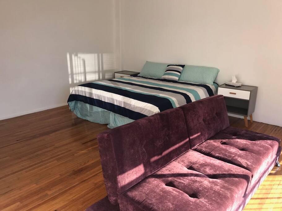 Cama King y sofa cama