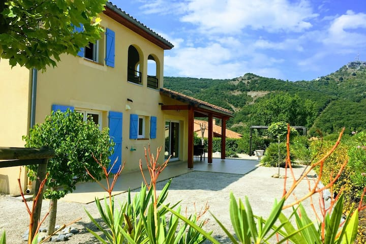 Luxury villa on small estate, located directly on the banks of the Ardeche!