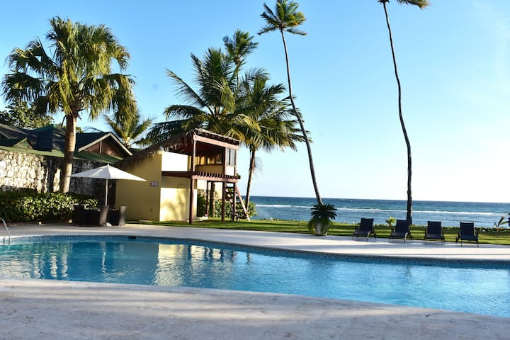 |ME VACATION| Sea View Private Condo, WIFI, Pool