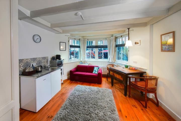 16 sous, private, cosy studio near the centre