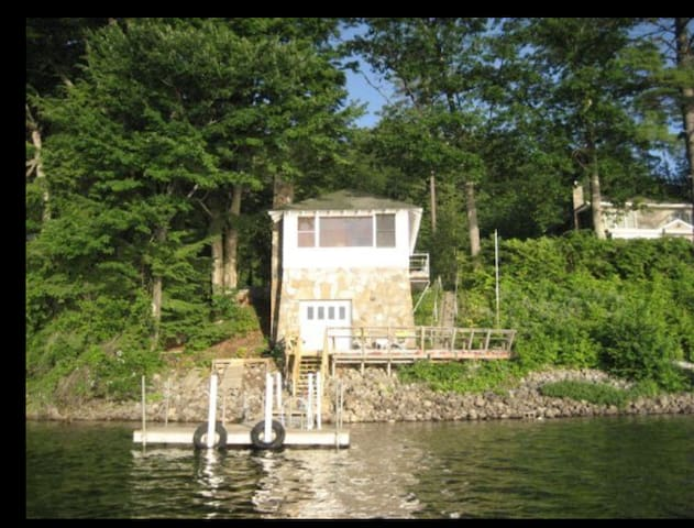 Schroon Lake Front (Adirondack) Guest Cottage