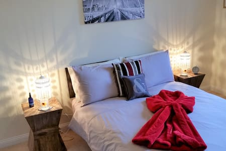 Hot tub, warm welcome, stylish B&B, North Dorset - Gillingham - Bed & Breakfast