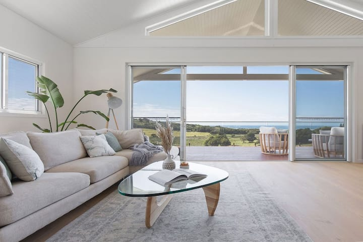 'LENNOX HEAD SUNRISE' - LUXURY WITH OCEAN VIEWS