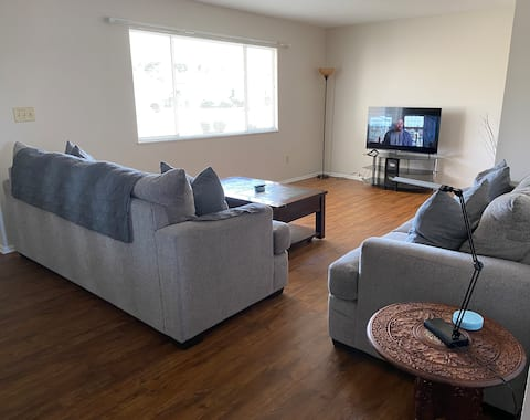 Cozy and clean home located in Sun City Center!