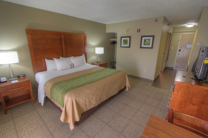 Homely Double Bed At Pigeon Forge