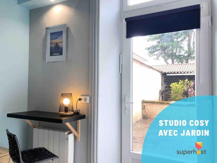 Studio Cosy Pour 1 Personne avec petit jardin.