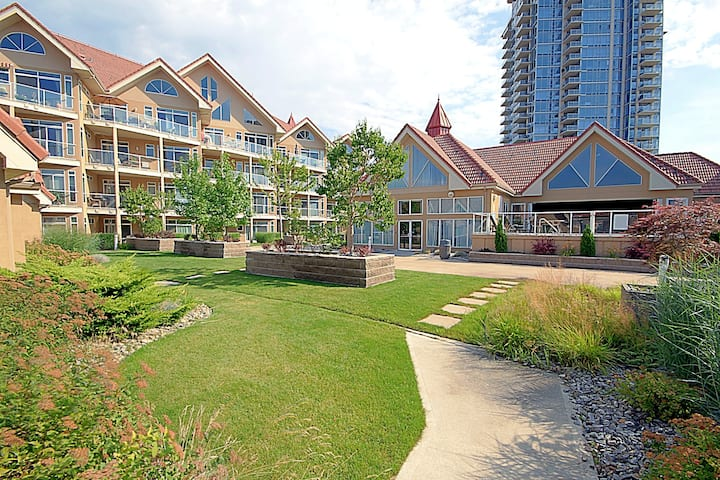 #217 Discovery Bay Resort Large Downtown Kelowna Townhouse