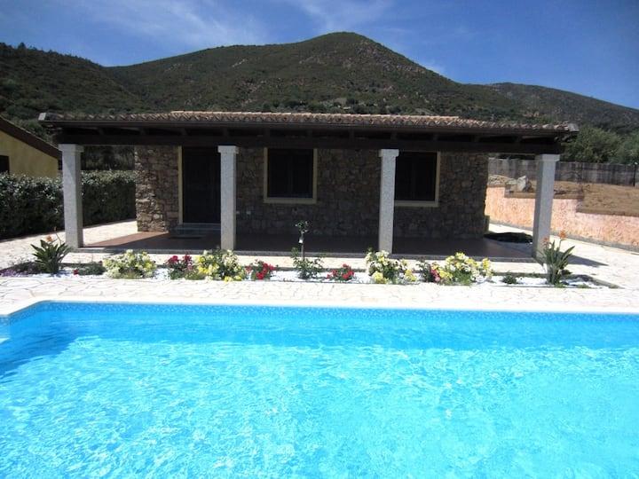 Villino indipendente con piscina, Tertenia