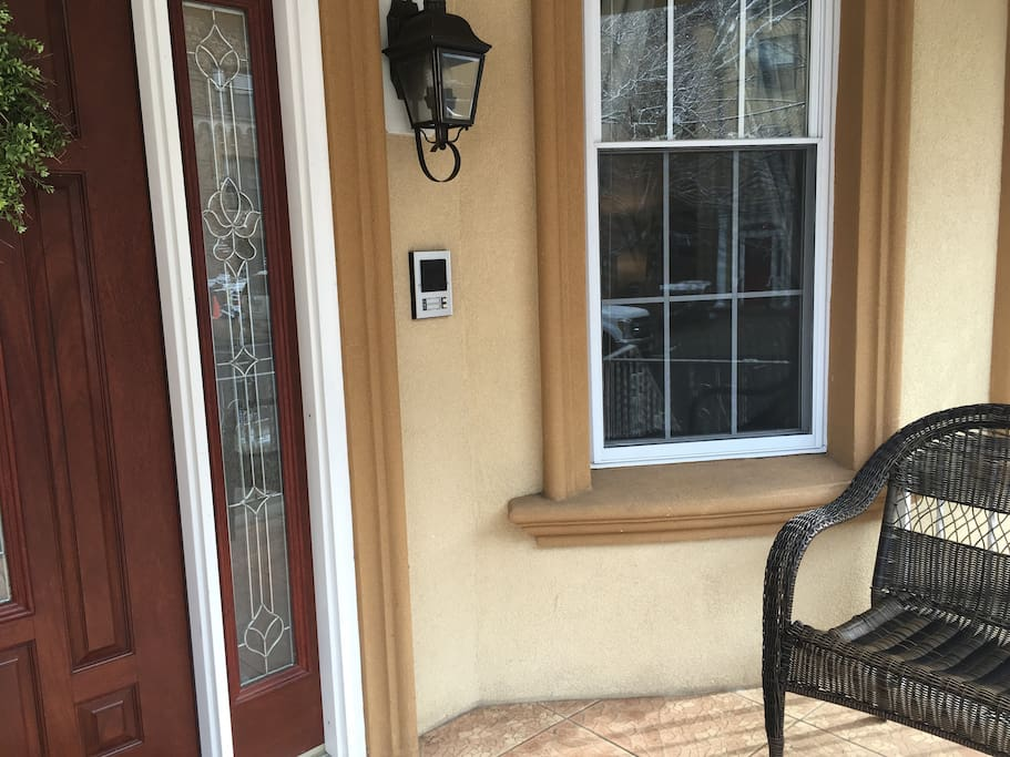 ROOMY apt close to NYC (free parking)!! - Apartments for ...