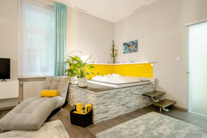Central 1 BR  Molnar Spa Apartment 2 with hot tub