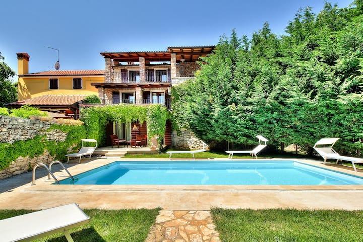 ANTONY rural villa