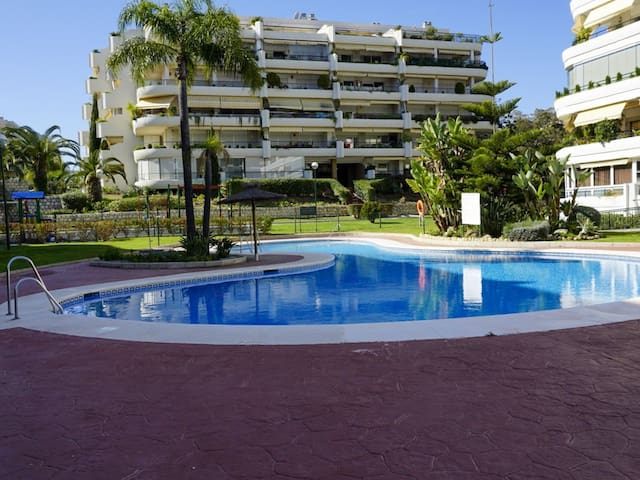 Apartment in Marbella with golf and swimming pool