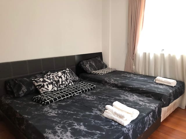 2BR+2BA IN ORCHARD 5 MINS TO MRT, 1 MIN TO BUS