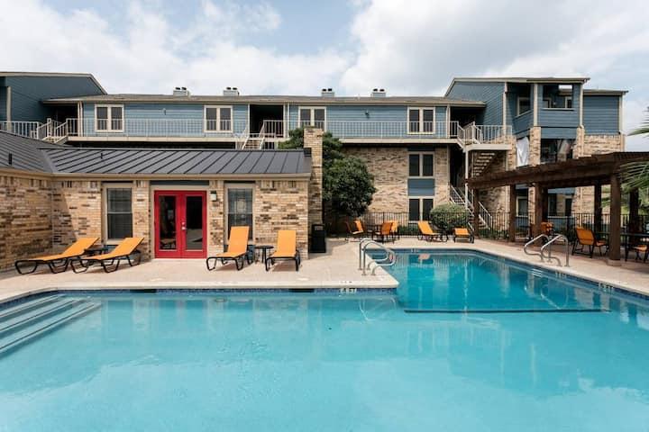 Pool | Clean + Cozy Sun-Lit Home | High-Speed WiFi