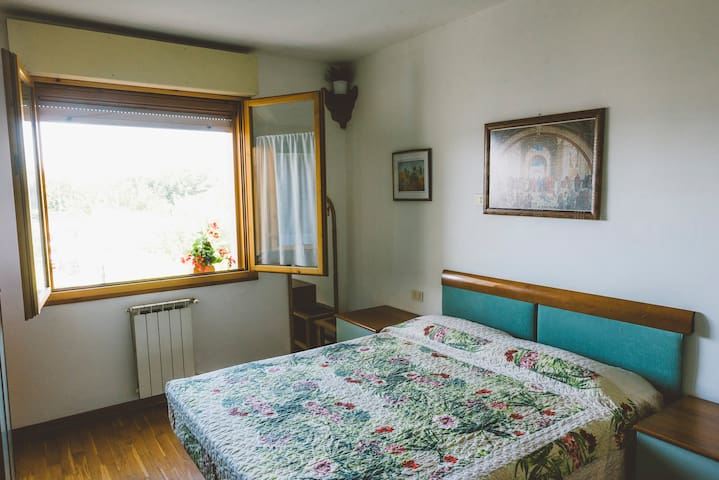 COZY AND BRIGHT ROOM WITH WI-FI! - Firenze - Lejlighed