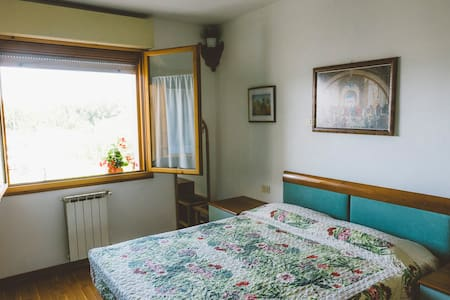 COZY AND BRIGHT ROOM WITH WI-FI! - Florència - Pis