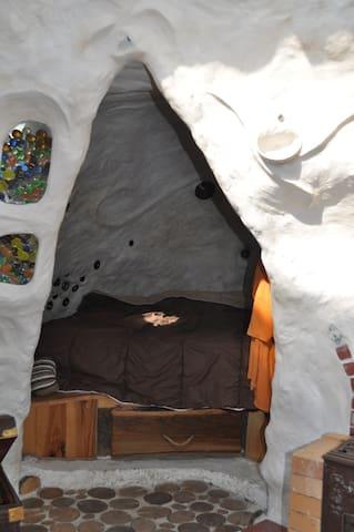 La petite chambre-grotte blanche