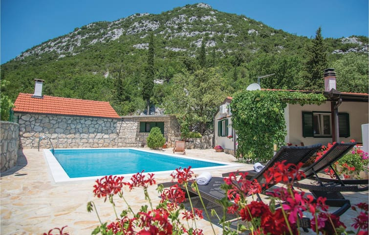 Holiday cottage with 2 bedrooms on 65m² in Visnjica