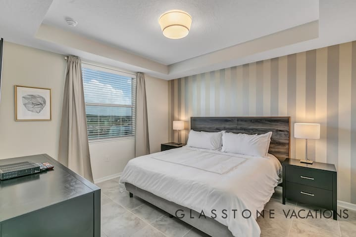 Master Bedroom with King size bed, large closet, TV and en-suite.